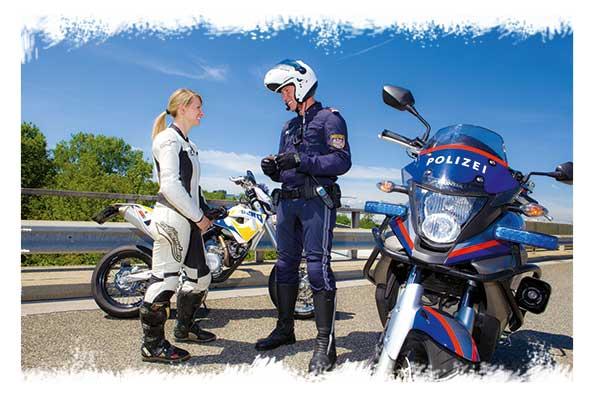 motorradfahrerin-kontrolle